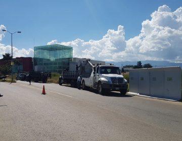 """Policía y manifestantes """"cercan"""" Congreso de Oaxaca"""