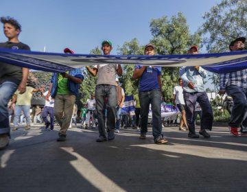 Cientos de integrantes de la caravana migrante salen de CDMX hacia EE. UU.