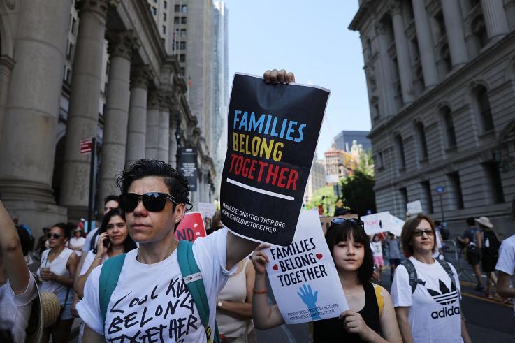 EE.UU. paga 30 mil dólares por cada niño migrante que es separado y reunido con su familia