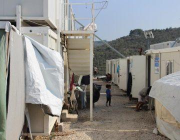 Autoridades griegas niegan atención médica a refugiados; les recomiendan tomar agua para sanarse