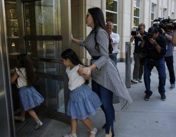 Los gestos del Chapo al ver a sus pequeñas hijas por primera vez su juicio