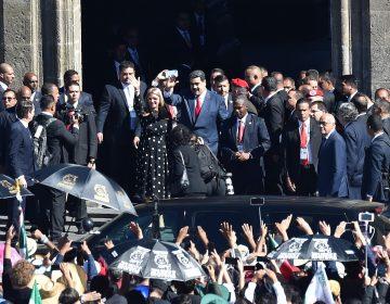 """""""Dictador, dictador"""": legisladores protestan contra Maduro durante discurso de AMLO en San Lázaro"""