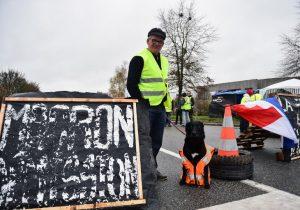 Quiénes son los chalecos amarillos, el grupo que logró que Macron echara atrás medidas fiscales