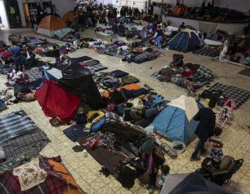 AMLO promete mejoras en ayuda humanitaria para caravana migrante detenida en Tijuana