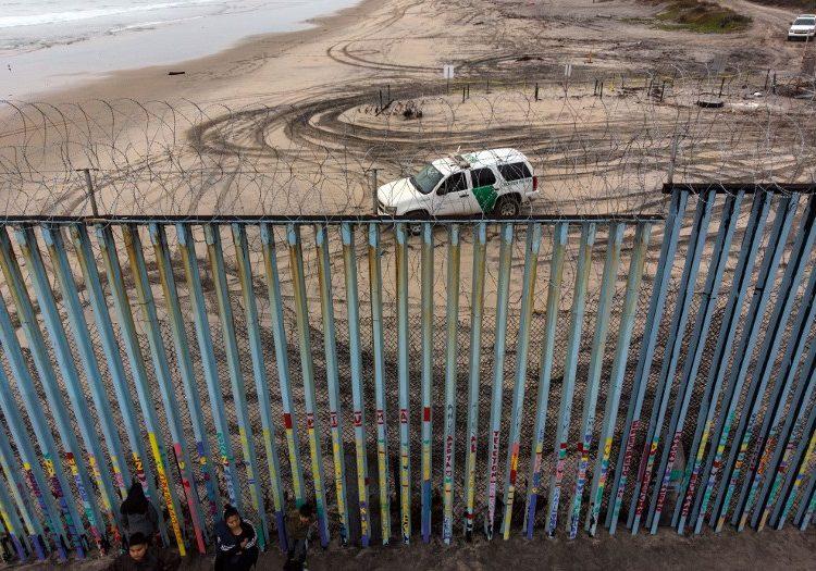 Niña migrante muere por deshidratación luego de ser detenida por agentes fronterizos en Nuevo México
