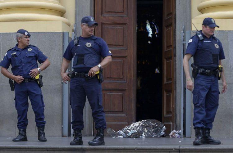 Hombre mata a 5 personas y se suicida durante misa en catedral de Brasil