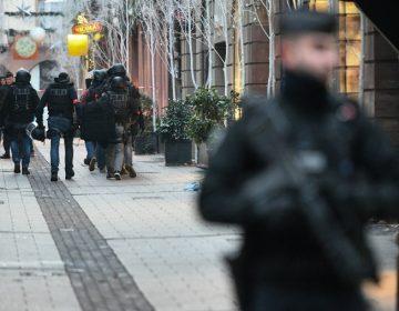 ¿Qué se sabe del presunto autor del ataque en Francia que dejó 3 muertos y 12 heridos?