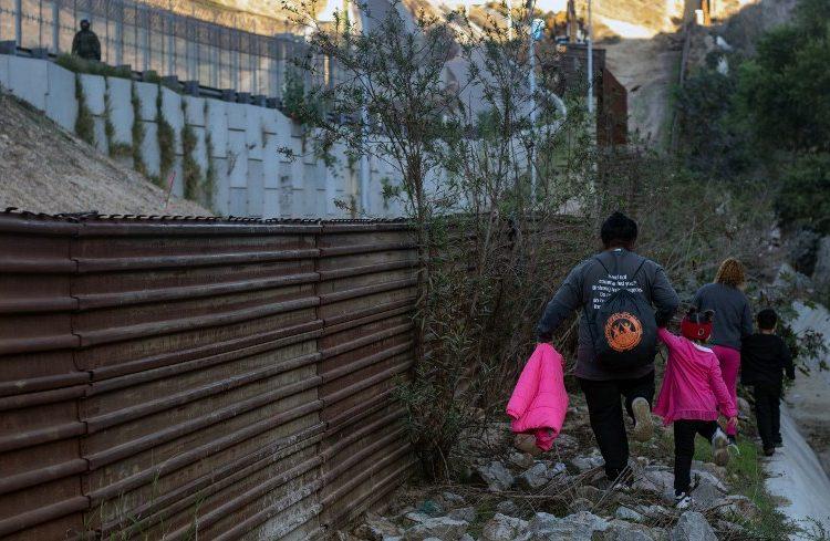 Muere niño migrante en custodia de las autoridades fronterizas de EE. UU. durante Navidad