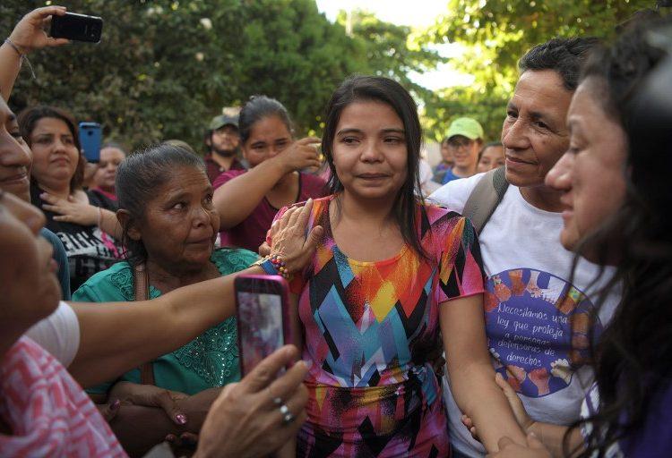 Liberan a salvadoreña encarcelada 20 meses por sufrir un parto espontáneo