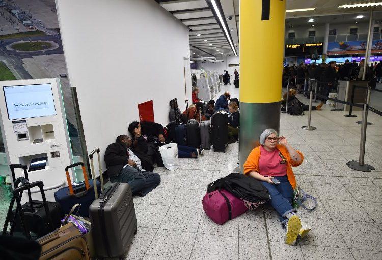 Drones paralizan a miles de viajeros en el aeropuerto de Gatwick en Londres