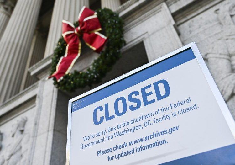 """Se extiende """"cierre"""" de gobierno de EE. UU. hasta Navidad; aún no deciden si financiarán el muro"""