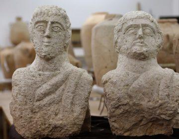 """Paseante descubre """"accidentalmente"""" bustos de la época romana en Israel"""