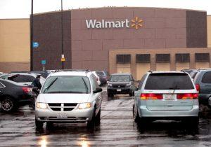 Demandan a Walmart por venta de juguetes contaminados con plomo en Estados Unidos