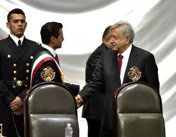 Alfonso Cuarón y otras personalidades celebran la salida del PRI y la llegada del gobierno de AMLO