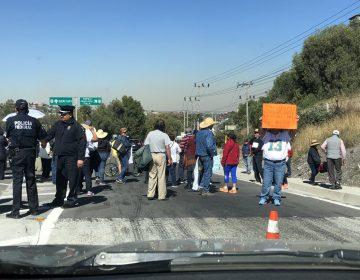 Maestros del SNTE bloquean la carretera México-Querétaro