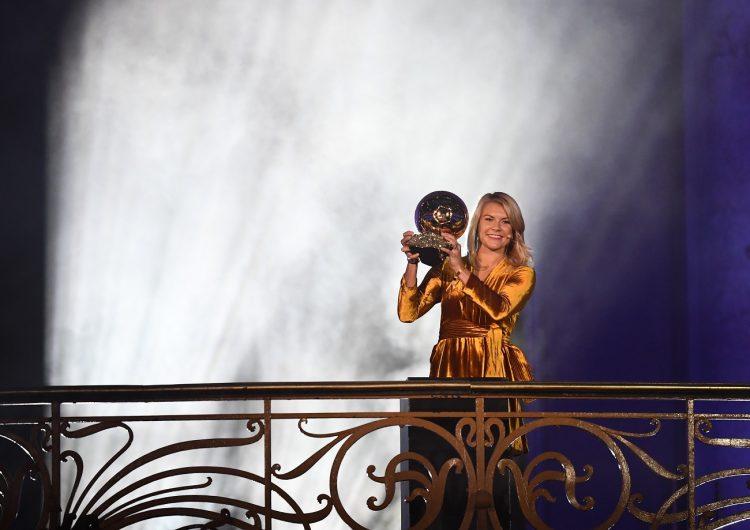 Ada Hegerberg gana el premio de la mejor jugadora del mundo… y le preguntan si sabe perrear