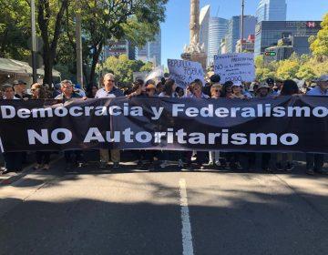 """""""Así empezó Venezuela"""", dicen ciudadanos que marchan contra leyes a modo y consultas de AMLO"""