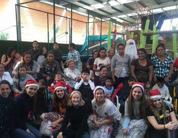 Médicos rusos, juguetes y Santa Claus para ayudar a niños con parálisis cerebral
