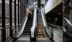 Mujer sufre accidente en escalera eléctrica; jurado determina que se…