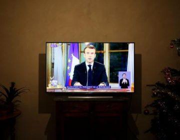 Macron responde los disturbios en Francia con aumento al salario, pero se niega a cobrar impuestos a los ricos
