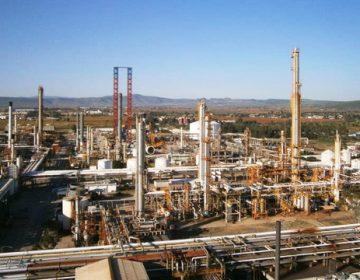 Elementos de la Sedena vigilan la refinería de Pemex en Salamanca
