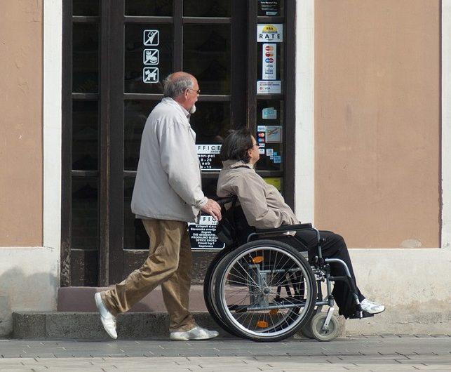 Adultos mayores y personas con discapacidad, prioridad en programas sociales federales