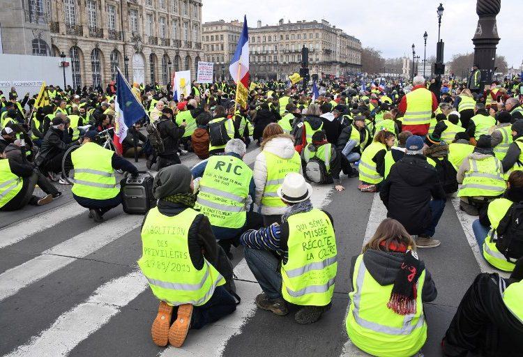 Aumenta participación en protestas en Francia; gobierno contó 84,000 personas este fin de semana