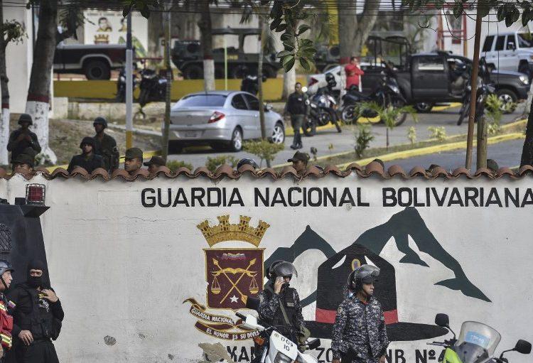 """Salgan a las calles"": Grupo de militares venezolanos se revela contra Maduro pero es detenido"