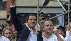 El opositor Juan Guaidó se proclama como presidente interino de…