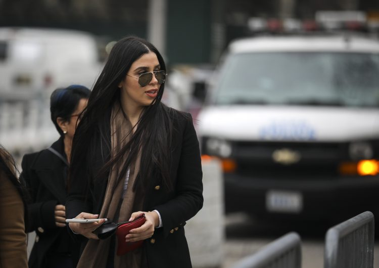 """El GPS en la celda, la construcción del túnel: """"El licenciado"""" da detalles e incrimina a Emma Coronel en fuga del Chapo"""
