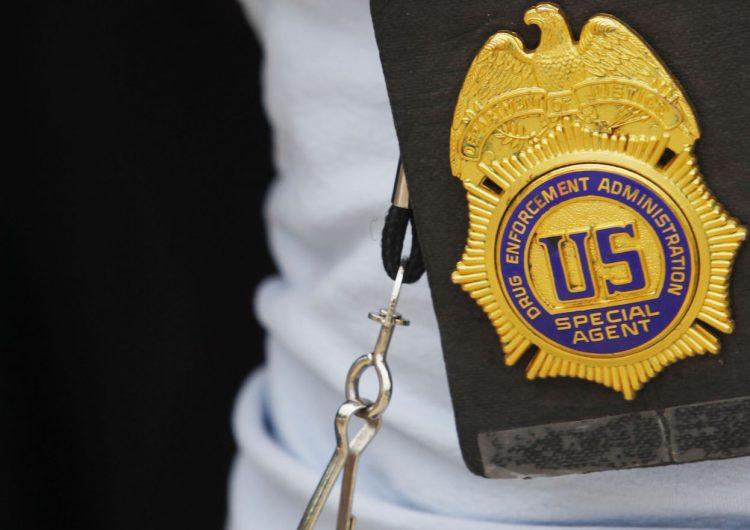 Reconocido agente de la DEA es acusado de lavar dinero del narcotráfico en Colombia