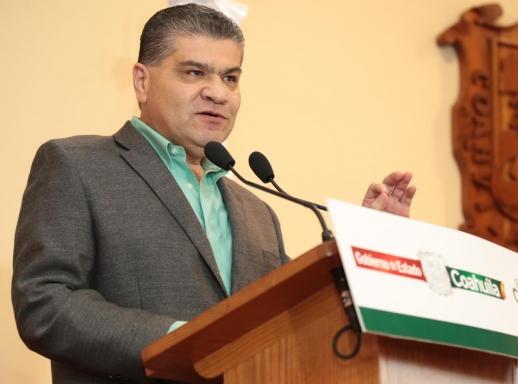 Riquelme pide paciencia frente a desabasto; confirma distribución de 800 mil litros de gasolina