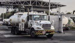 México solicita 2,000 conductores de pipas ante desabasto; ganarán 700…