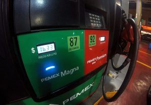 Compras de pánico causan desabasto de combustible en Nuevo León