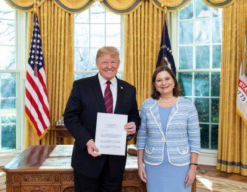 Nueva embajadora de México se presenta ante Trump; asegura que los migrantes no son una amenaza para la seguridad de EU