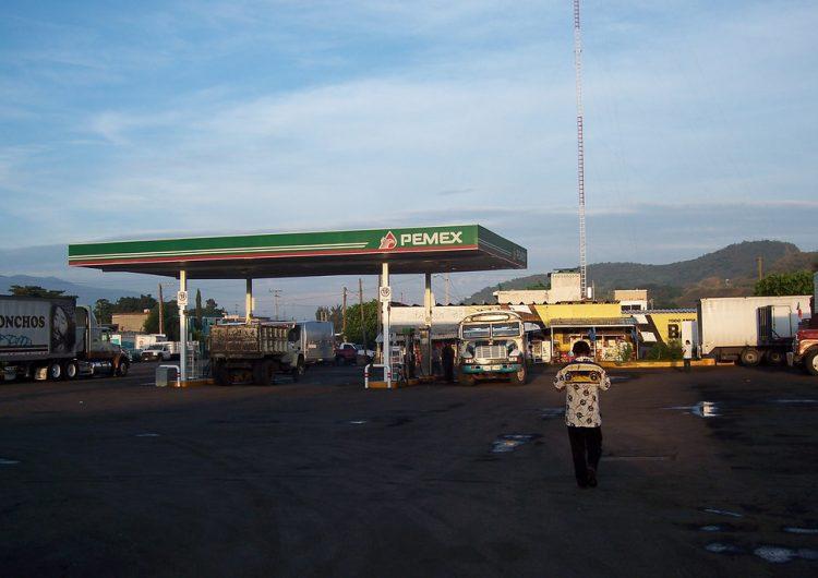 Pemex surtirá 14 millones de litros de combustible en Jalisco para frenar desabasto
