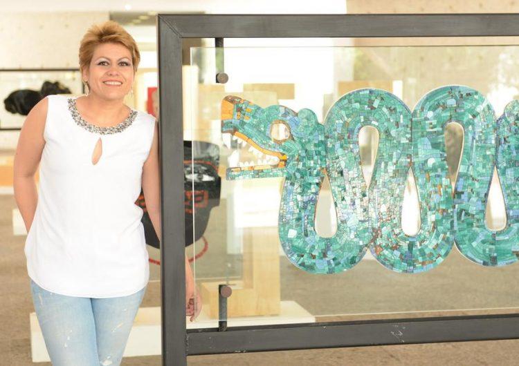 Guadalupe Romero: la vitralista que rinde homenaje a nuestras raíces