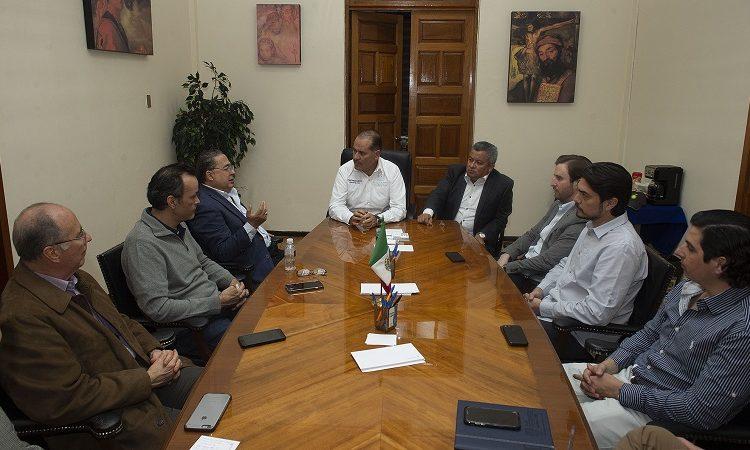 Se reúne gobernador con gasolineros para atender desabasto