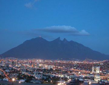 Carne asada y juegos pirotécnicos causan contingencia en Monterrey