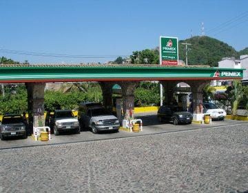 Gasolineros de Querétaro 'desprecian' pipas paraestatales y reparten combustible en estaciones