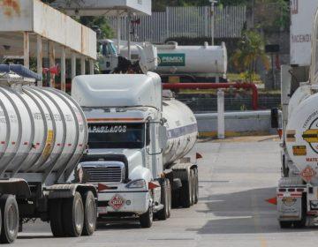 México reduce importación de gasolina de EU; cierre de ductos frena ingreso de combustible