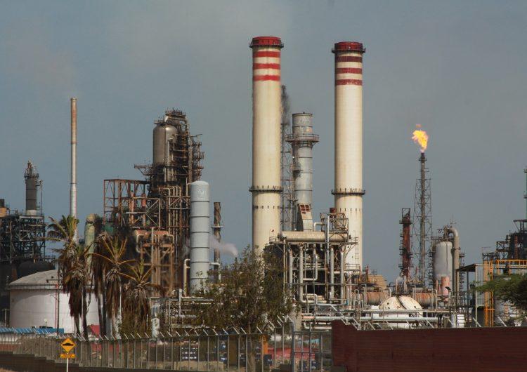 Sedena toma el control de la refinería de Cadereyta