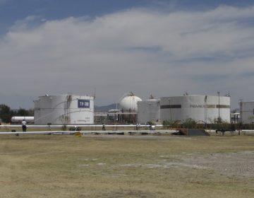 Con una manguera, huachicoleros robaban combustible desde la refinería de Salamanca
