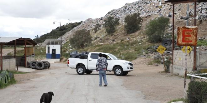 Sin renovar contrato, alcaldía de Pachuca tira residuos en Huixmí