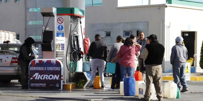 Estaciones aún venden gasolina en garrafones