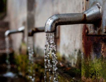 Buscarán exentar del pago por el consumo de agua a escuelas y hospitales