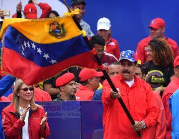 Reaparece Maduro en un mitin público tras 6 meses, mientras venezolanos se manifiestan