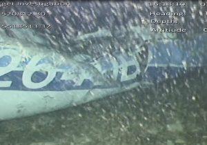 Autoridades recuperan un cuerpo entre los restos de la avioneta donde viajaba Emiliano Sala