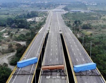 Maduro bloquea puente con Colombia para impedir entrada de ayuda humanitaria; Guaidó pide ayuda a Europa