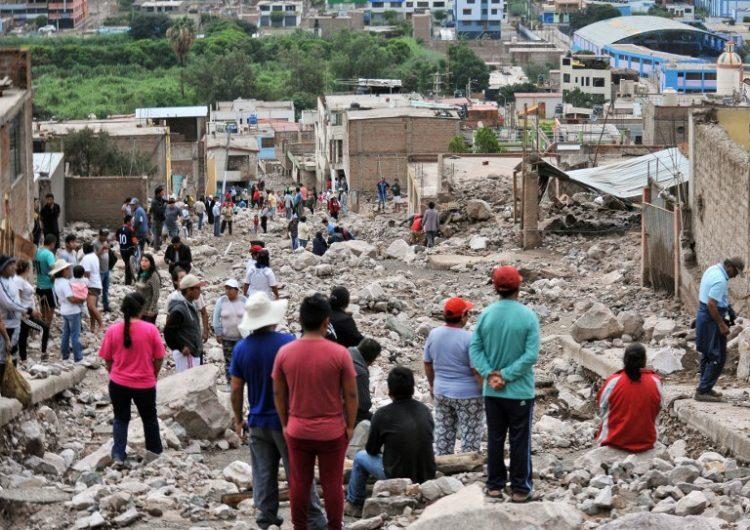 Avalanchas de lodo en Perú dejan al menos 11 personas muertas y cientos de casas dañadas